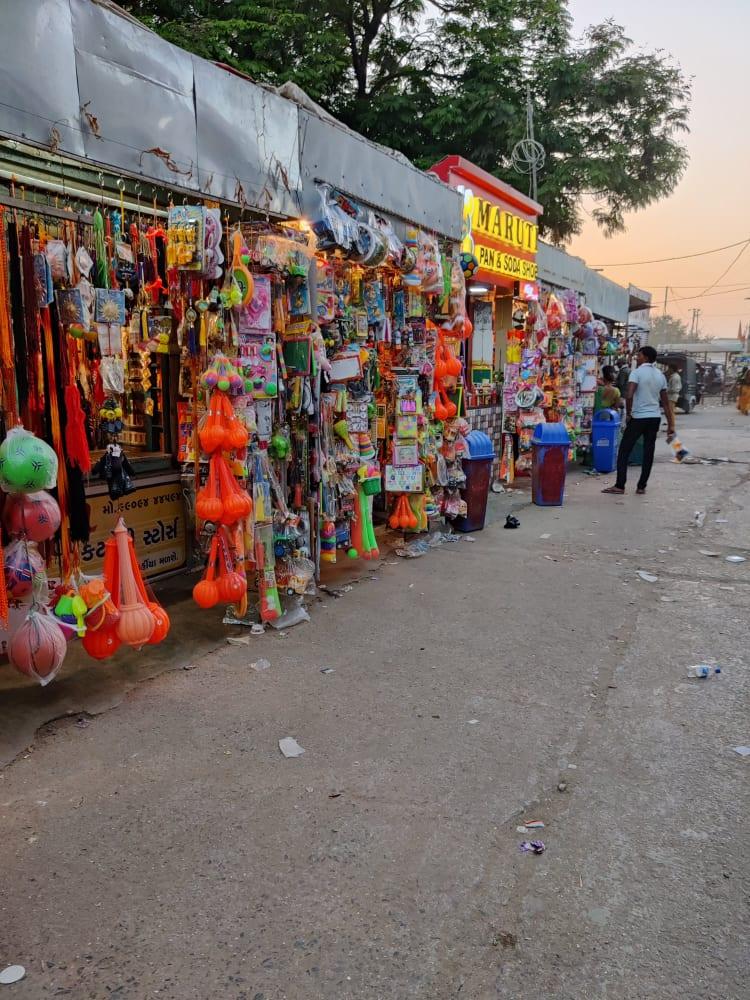 Streetshopping at salangpur
