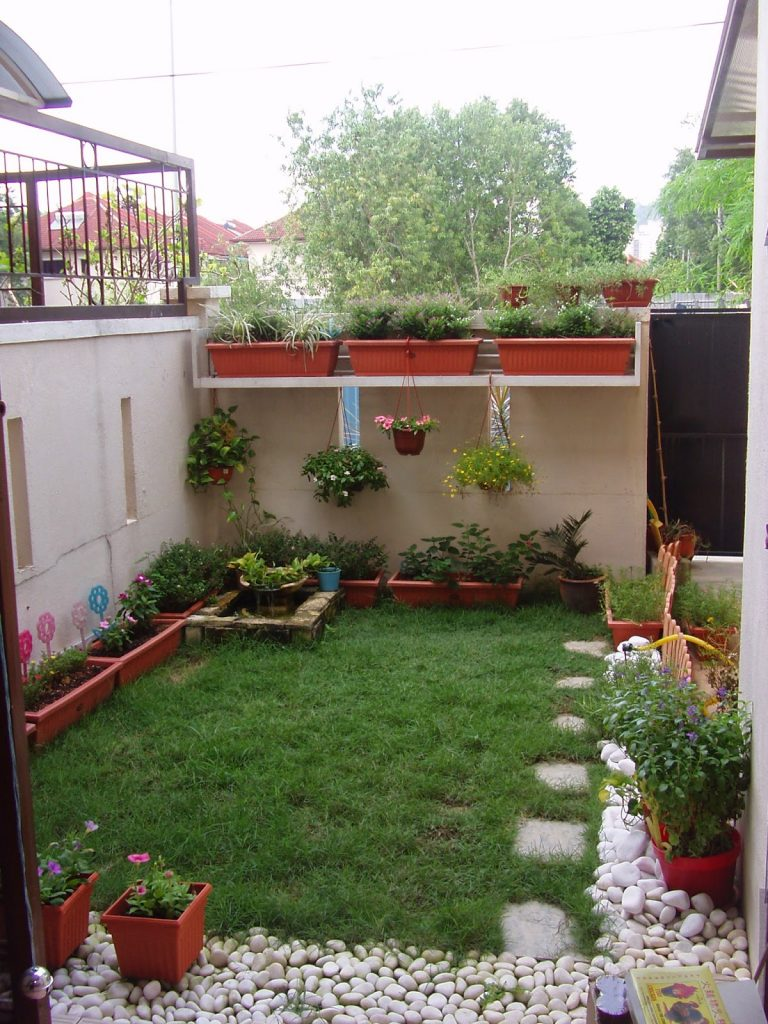 20 Tiny But Really Charming Backyard Designs - Page 3 of 3 on Small Outdoor Yard Ideas id=92369