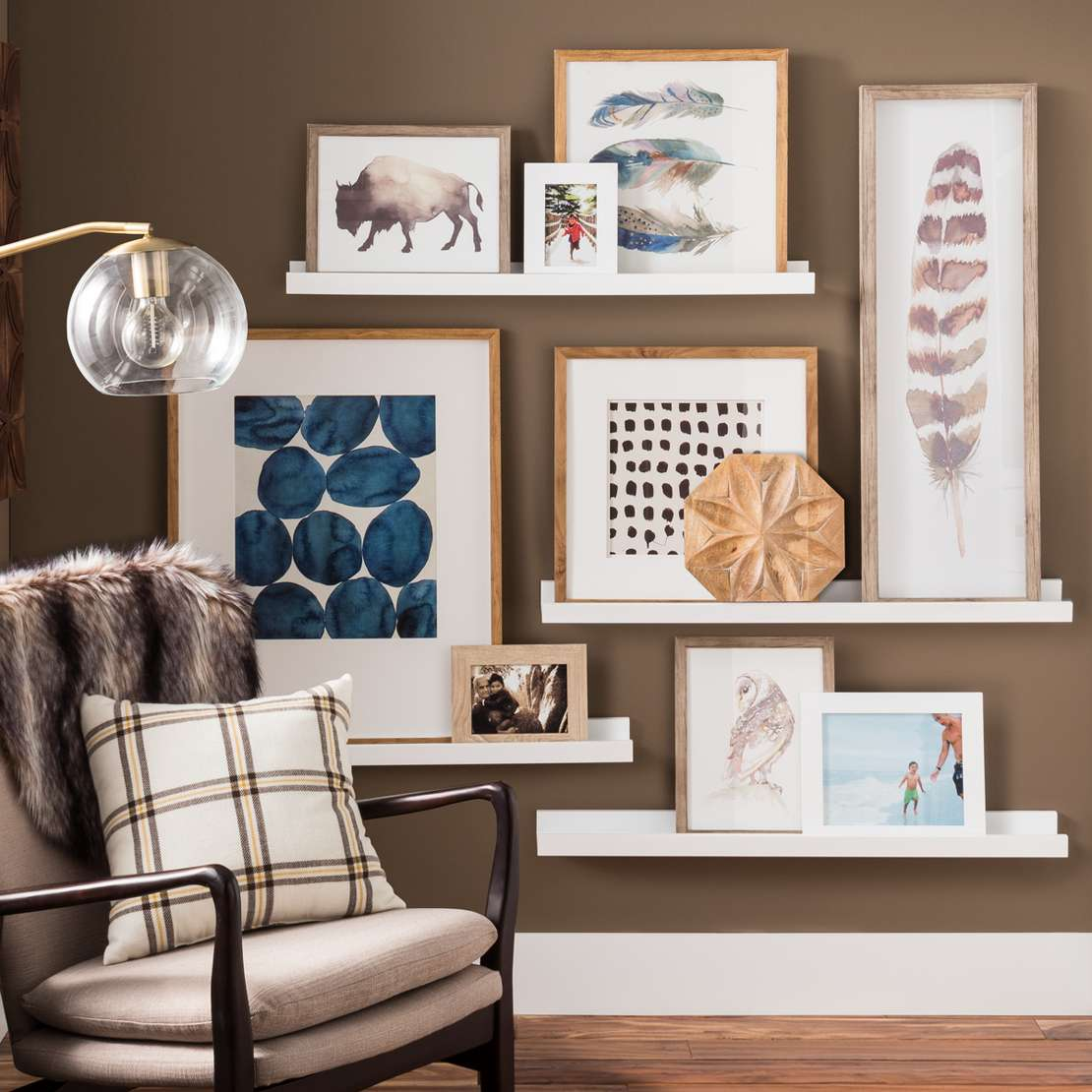 Stunning Gallery Wall Ideas To Create An Accent Wall In ... on Photo Room Decor  id=69167