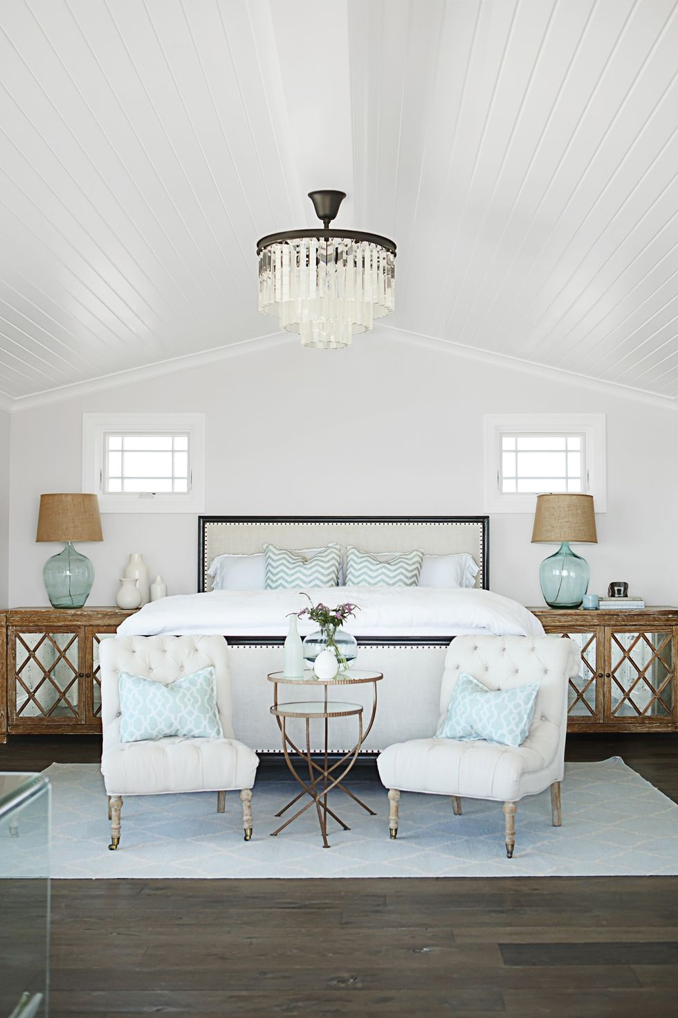 Make your bedroom a sea inspired retreat with these coastal bedroom design ideas. Fantastic End Of Bed Decor Ideas To Spice Up The Bedroom