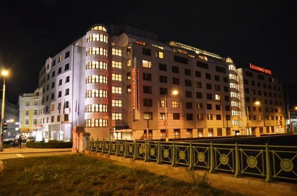 အဘတို႕တည္းတဲ႕ Renaissance Wien Hotel, Vienna ရဲ႕ ည အလွ ။