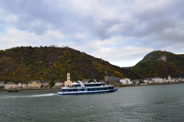 အဘ တို႕ စီးခဲ႕တဲ႕ Rhine River Cruise အေပ်ာ္စီး သေဘၤာ ။