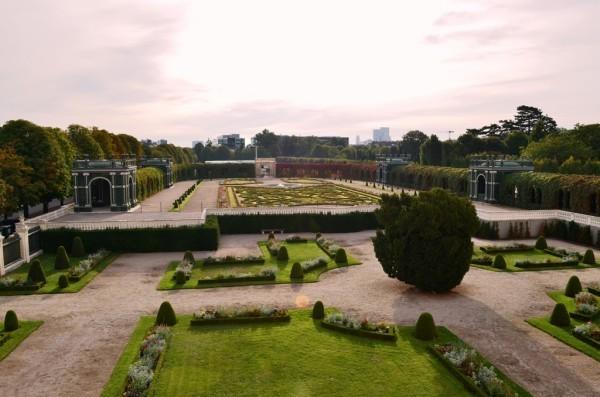 Schönbrunn နန္းေတာ္ ဝင္းထဲက အလြန္လွပ က်ယ္ဝန္းတဲ႕ ပန္းဥယ်ာဥ္ - 1 ။