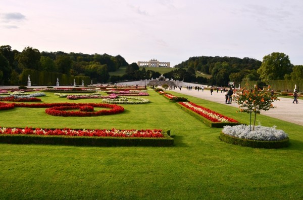 Schönbrunn နန္းေတာ္ ဝင္းထဲက အလြန္လွပ က်ယ္ဝန္းတဲ႕ ပန္းဥယ်ာဥ္ - 2 ။