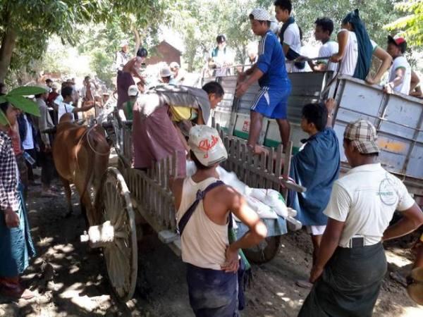 Donation for Flood victim15
