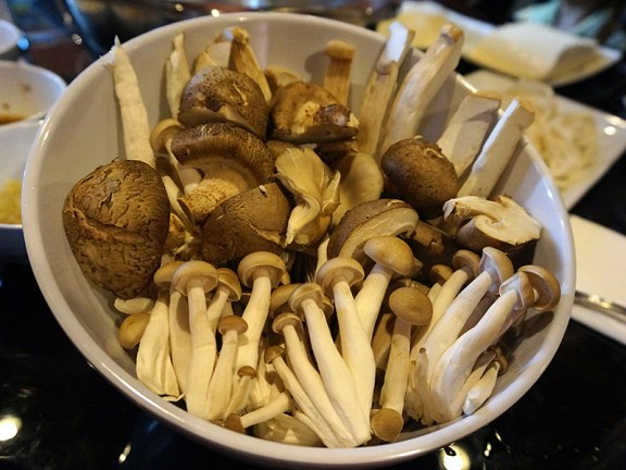 Little Szechuan, Hot Pot: Mushroom platter