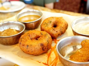 These Medhu Vadas, however, were very good; crisp without being oily--very nice texture.
