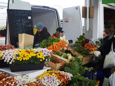 Some vendors, however, were doing brisk business despite the chill and drizzle. The carrots here looked very good.
