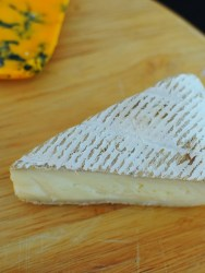 Starts out pretty mild and then picks up some ashy flavours. This cheese is talked up a lot but I have to say I was a bit underwhelmed by it. It's said to vary by season and age, so I won't write it off.