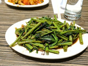But this dish of water spinach sauteed with fermented shrimp paste is rather good indeed. It's important to eat your greens, but this has not always been available on our visits.
