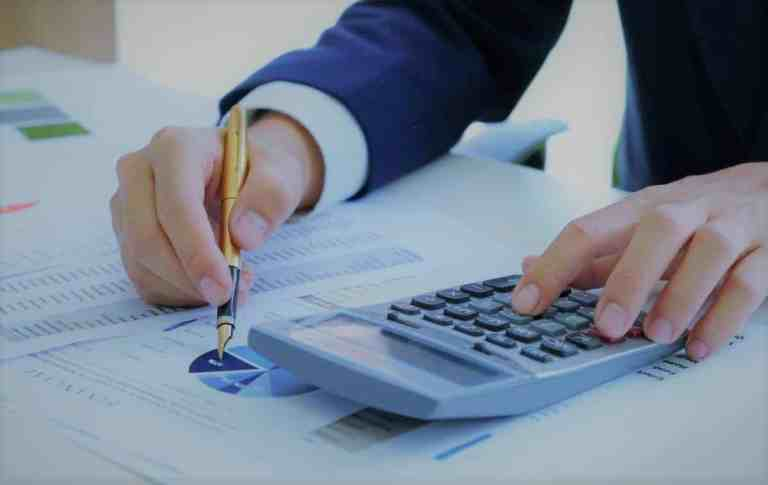 Best fixed annuity companies 2019 analyst writing on investment charts