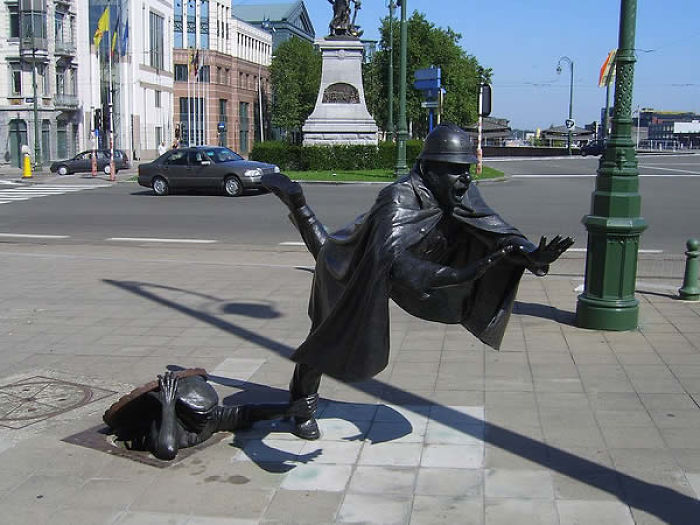 18. Square Sainctelette, Brussels, Belgium