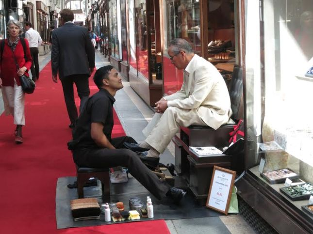 Shoeshine conversation