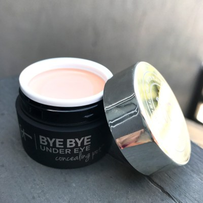 It Cosmetics Bye Bye Undereye Concealing Pot Review and Swatches
