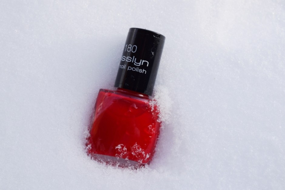Vernis Misslyn 180 Red Carpet swatch 5
