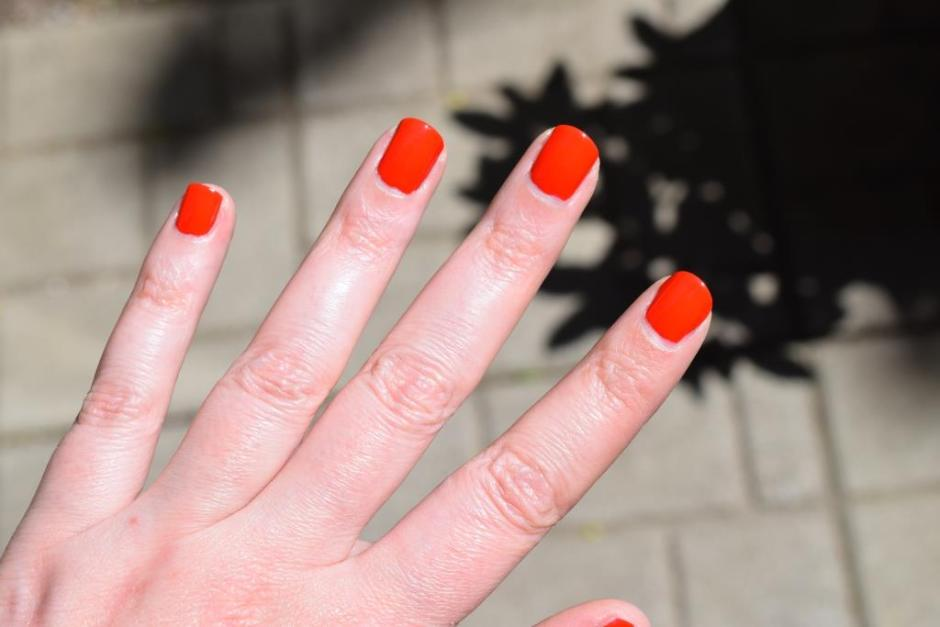 Chanel vernis Coquelicot 4 swatch