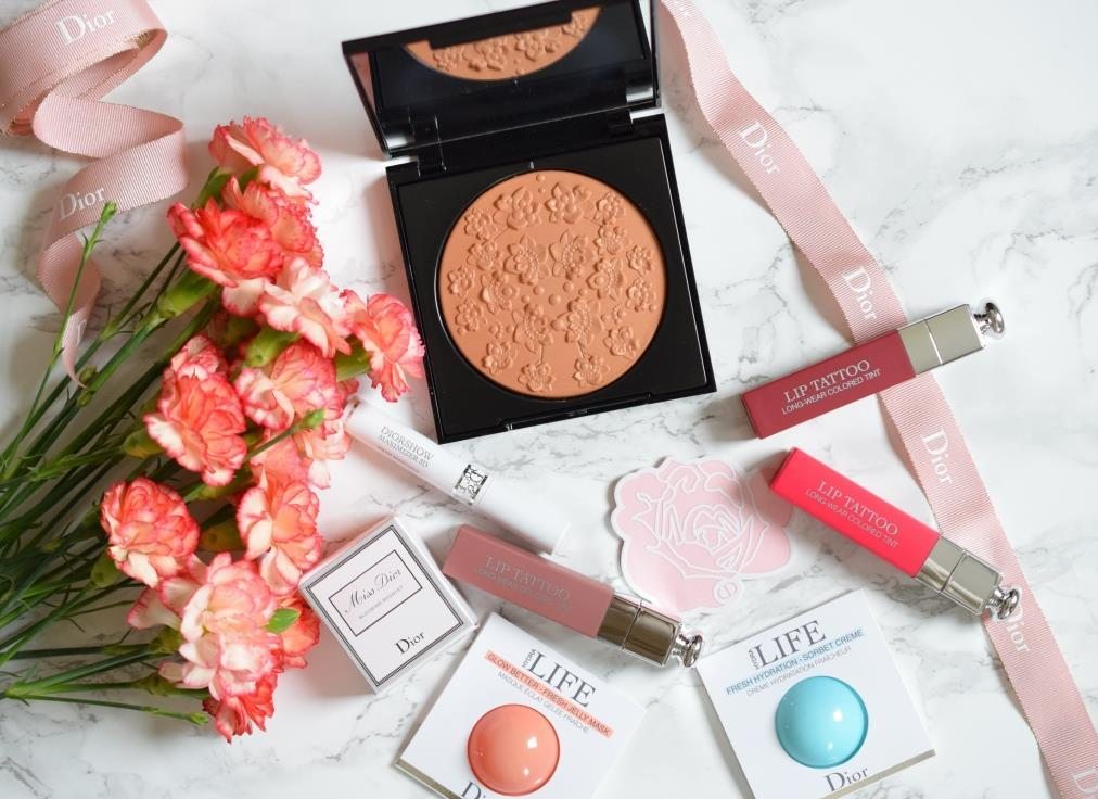 Flatlay makeup Givenchy Dior