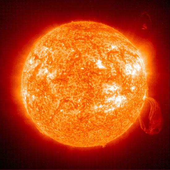 O Sol, Como A Maioria Das Estrelas, É Uma Enorme Bola De Plasma.