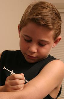 Pré-Diabetes 102: Jovem Aplicando Insulina (Fonte:Yahoo)