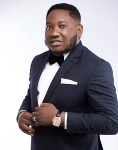 comedian ajebo on suit