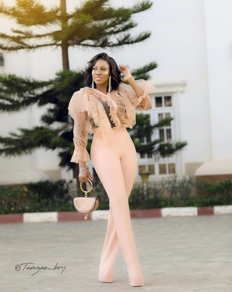 Mimi Yina poses in a wonderful fashion outfit
