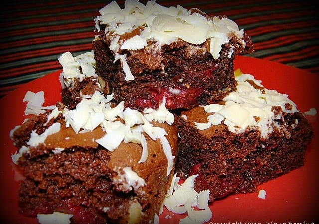 Brownies cu zmeura si ciocolata alba