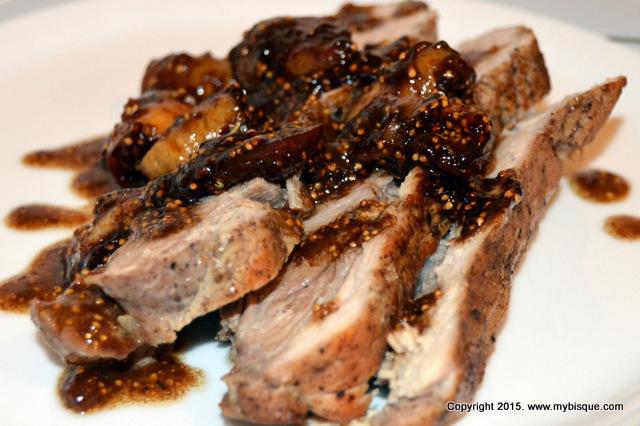 Friptura suculenta de porc cu smochine in sos de vin rosu