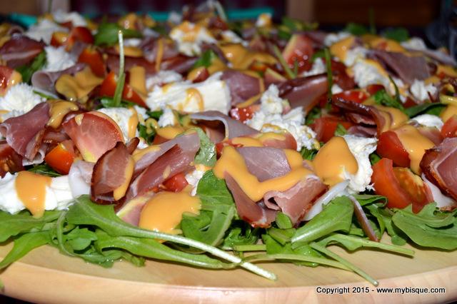 Platou aperitiv cu rucola si sos de mustar cu portocale
