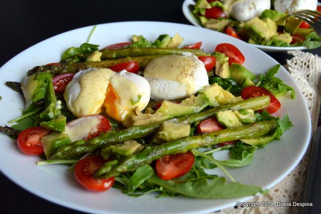 Salata de sparanghel cu oua posate