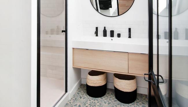 Une Deco Moderne Dans Une Petite Salle De Bain My Blog Deco