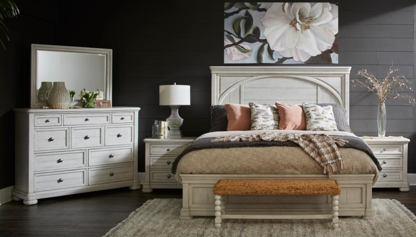 Trisha Yearwood Bedroom Bench