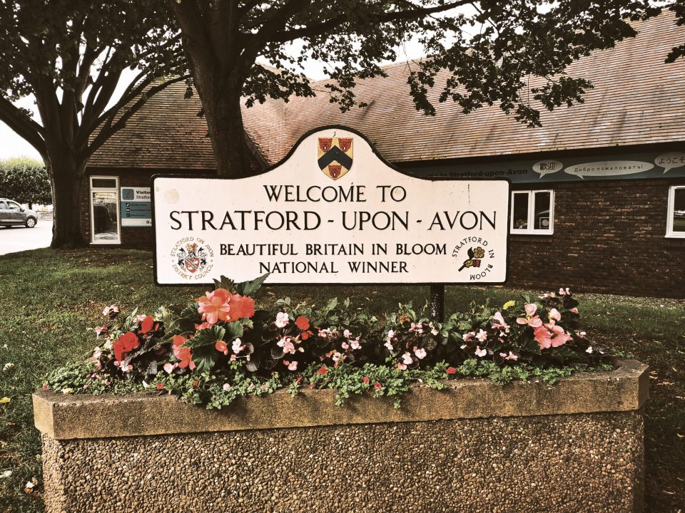 Stradford upon Avon welcome sign
