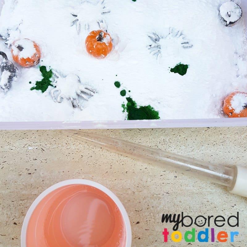fizzing Halloween sensory bin using science stem steam bicarb baking soda vinegar