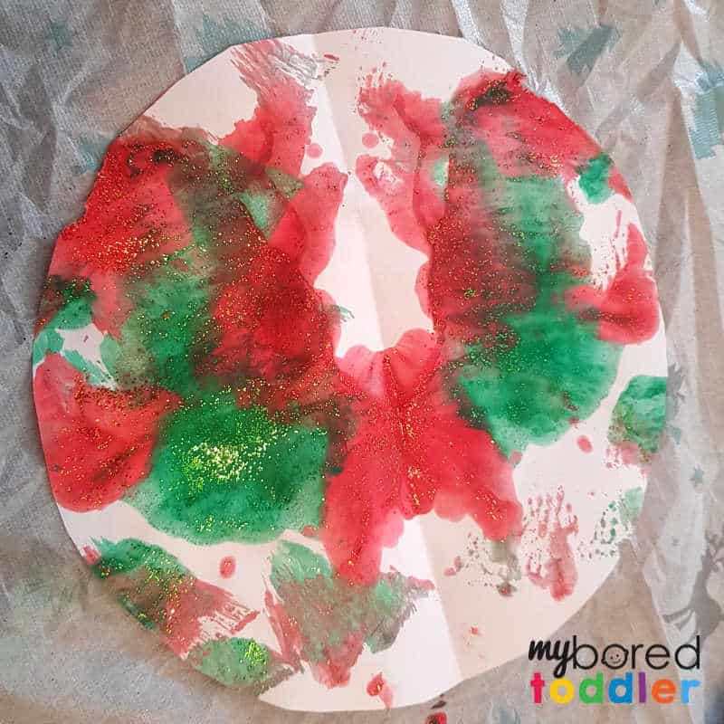 easy christmas painted snowflake craft as a circle (1)