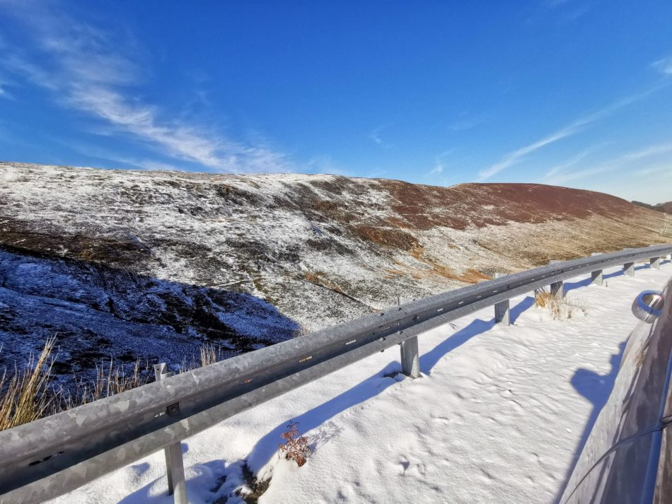Droga na przełęczy wzgórz Arran dla kierowców o mocnych nerwach