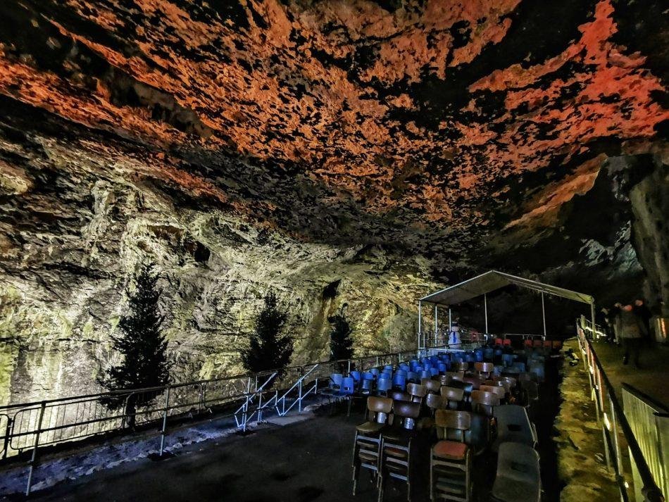 sala koncertowa w jaskini
