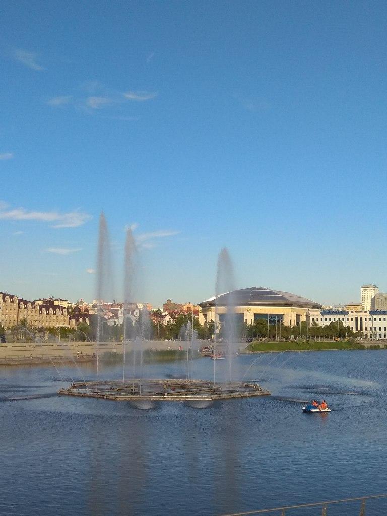 fontanny nad jeziorem Kaban