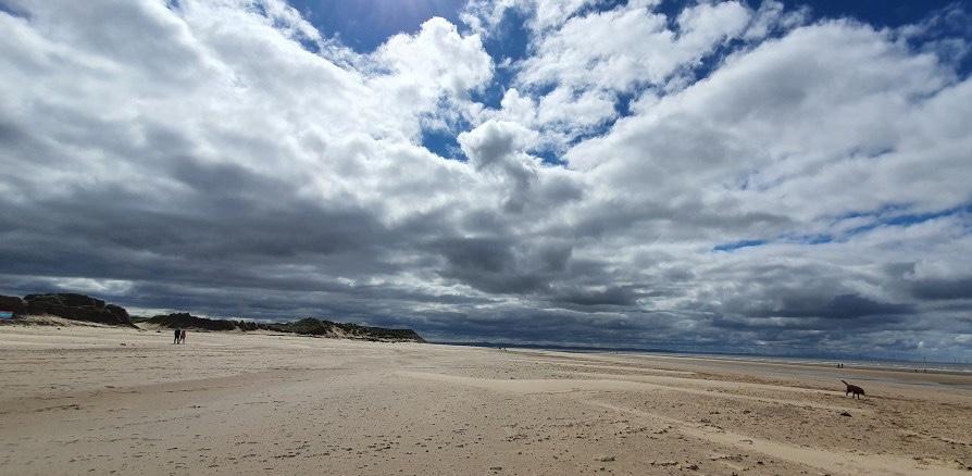 Spacer na plaży w okolicach Liverpool