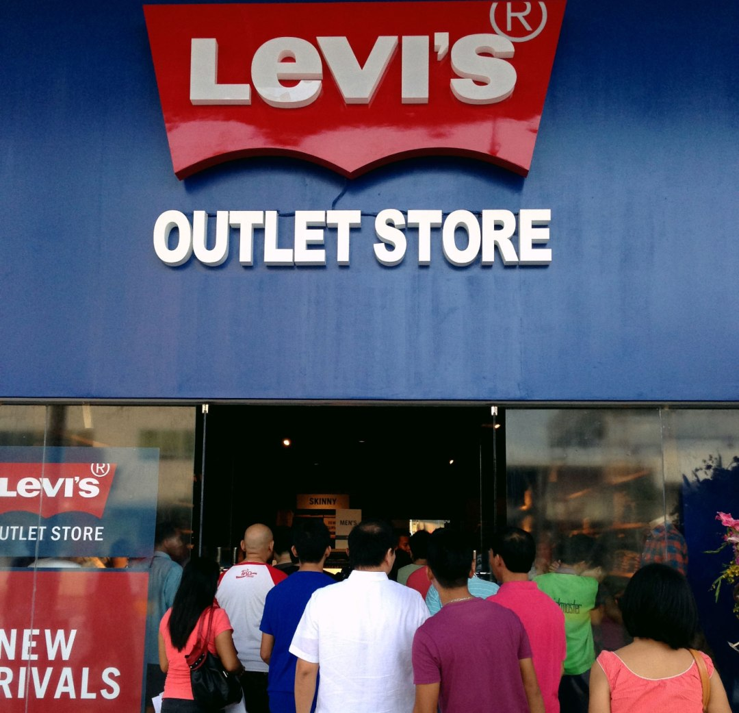 Customers crowd the Levi's outlet, which also sells Dockers apparel, in The Outlets at Pueblo Verde in Lapu-Lapu City. The Outlets is the first outlet store in Visayas and Mindanao where manufacturers directly sell goods to consumers at a big discount.