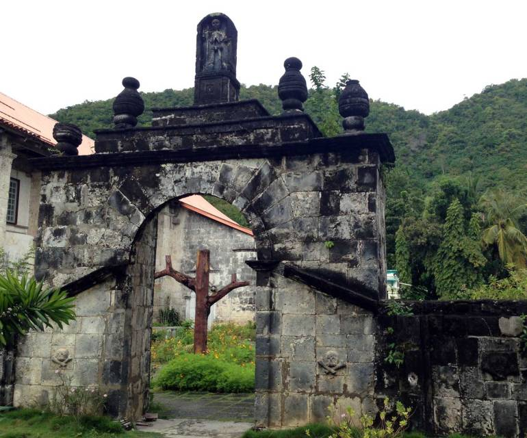Boljoon plaza cemetery