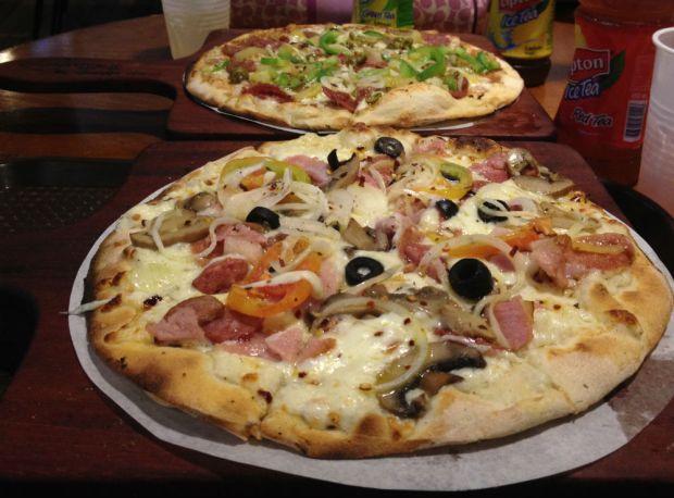 It's make your own pizza at Pizza Republic Cebu.