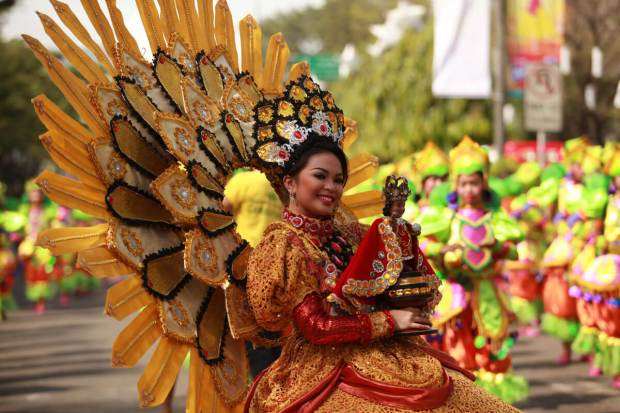 COLORFUL COSTUMES. Sinulog contingents are garbed in colorful native costumes. (Photo by Ted Espinueva)