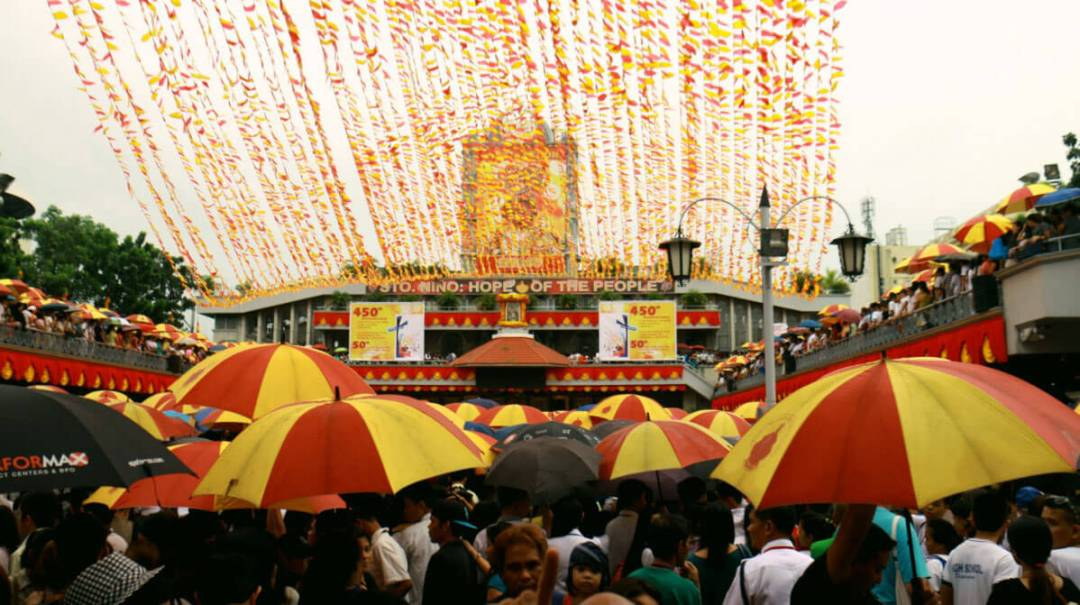 A sea of people brave the downpour to attend the mass at the Basilica del Sto. Niño. (USJR MassCom Intern Nel Mozol)