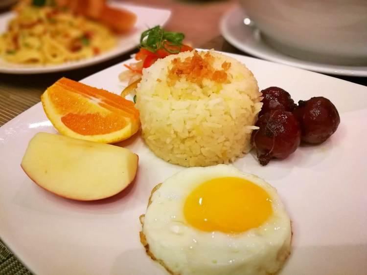QCafe at Golden Prince Hotel & Suites