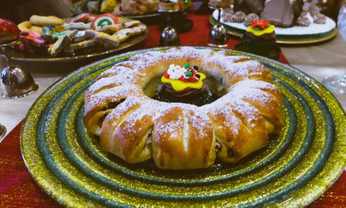 Cafe Marco Glazed Fruit and Raisin Rolls