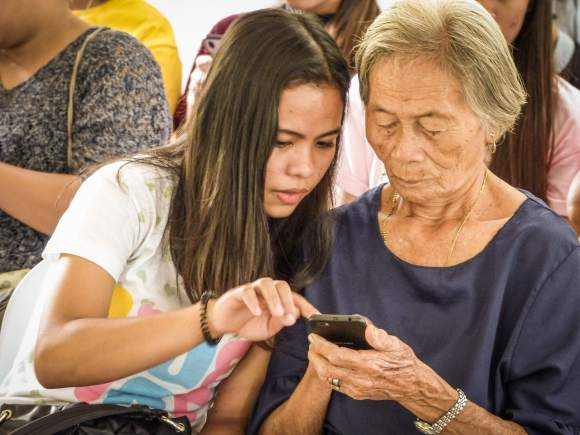 Nanay Miliang, 82, is one of the oldest participants in the Argao session. She and her fellow seniors learned more about smartphones, social media and internet safety during the session.