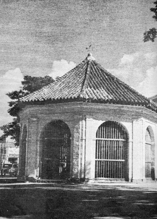 Magellan's Cross in 1965. ({Photo provided by the Basilica Minore del Sto.  Niño.