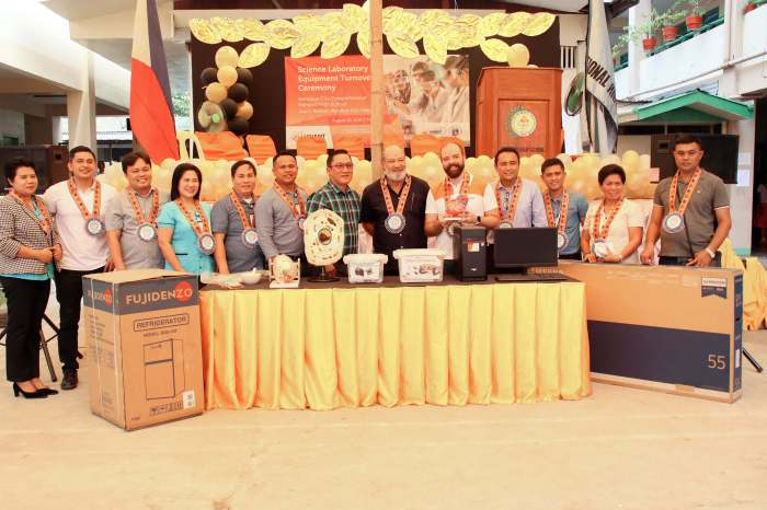 IN MANDAUE. Mandaue Mayor Jonas Cortes (center) vows to use his authority to promote education for the city's youth and thanks Vivant Foundation, represented by its executive director Shem Garcia (5th from right), for donating various science and laboratory tools and equipment to the Mandaue City Comprehensive National High School. Also present at the turnover ceremony last Aug. 20 were MCCNHS principal Marilou Mabansag (2nd from right), Mandaue City Councilor Malcolm Sanchez (2nd from left), Department of Education officials, and Ramontito Garcia (6th from right) and lawyer Jess Garcia (4th from right), both of Vivant Corporation.