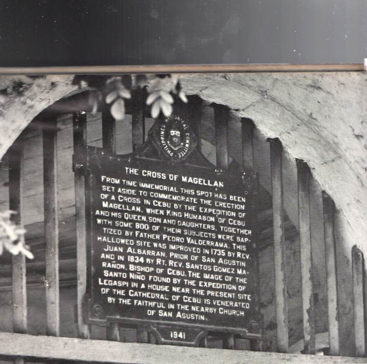NO SUCH CLAIM. The official marker put up in 1941 by the then Philippines Historical Committee, which is now the National Historical Commission of the Philippines, never made the claim about the original cross being encased in the one now at the site.