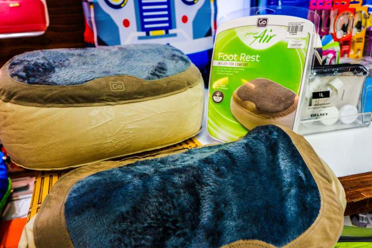 Make the trip even more comfortable with this inflatable foot rest.